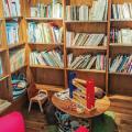 芸術大学出身のオーナーがセレクトするアートな絵本カフェ【大阪】