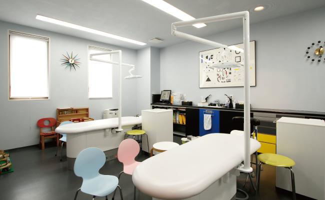 かとう小児歯科 room